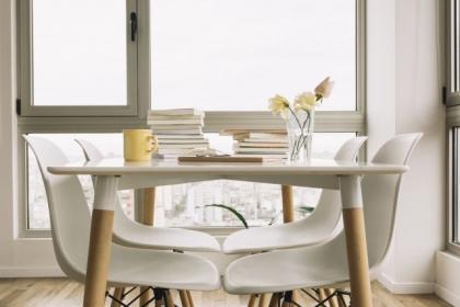 Wygodne krzesła do jadalni, na jakie parametry zwrócić uwagę?